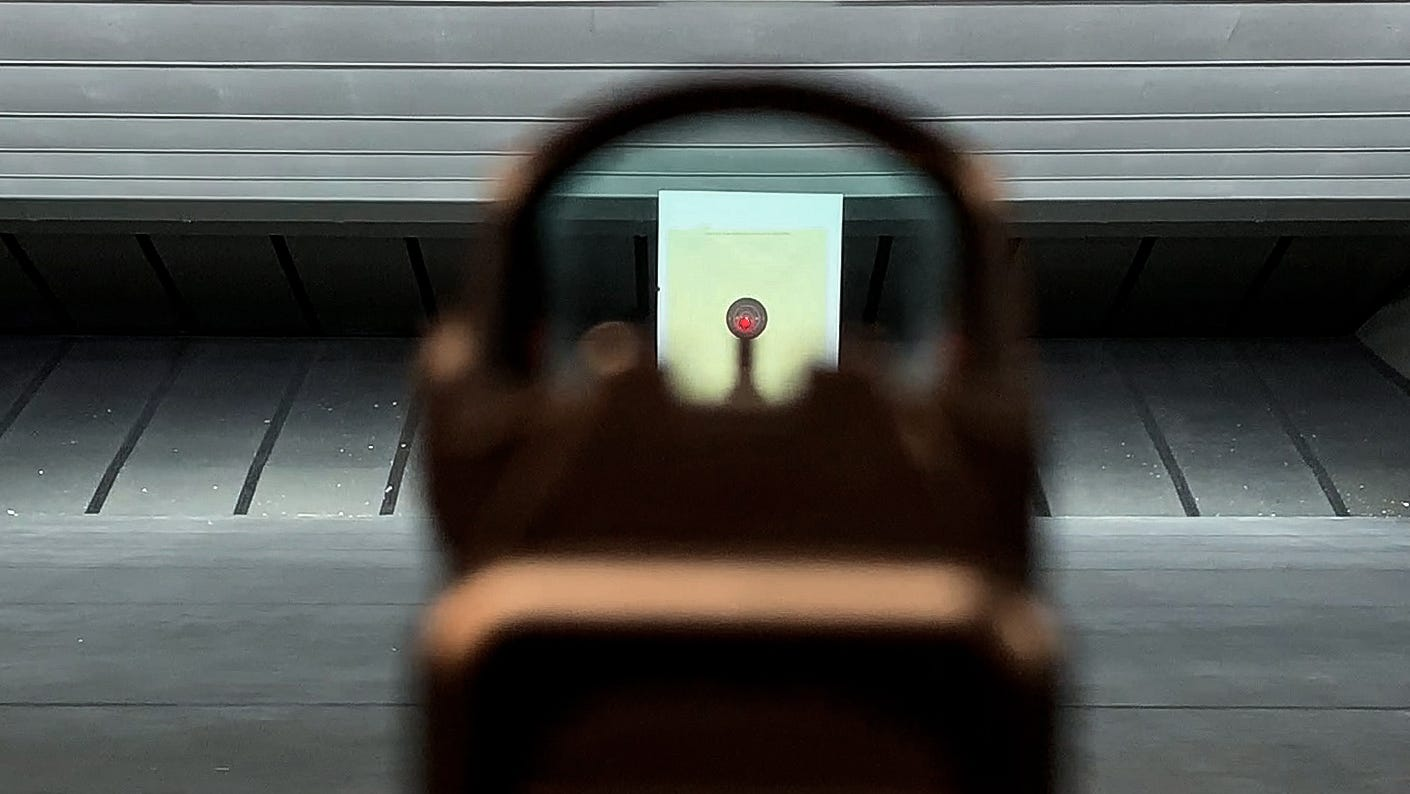 An effective co-witness: The red dot is clearly visible above the front iron sight.