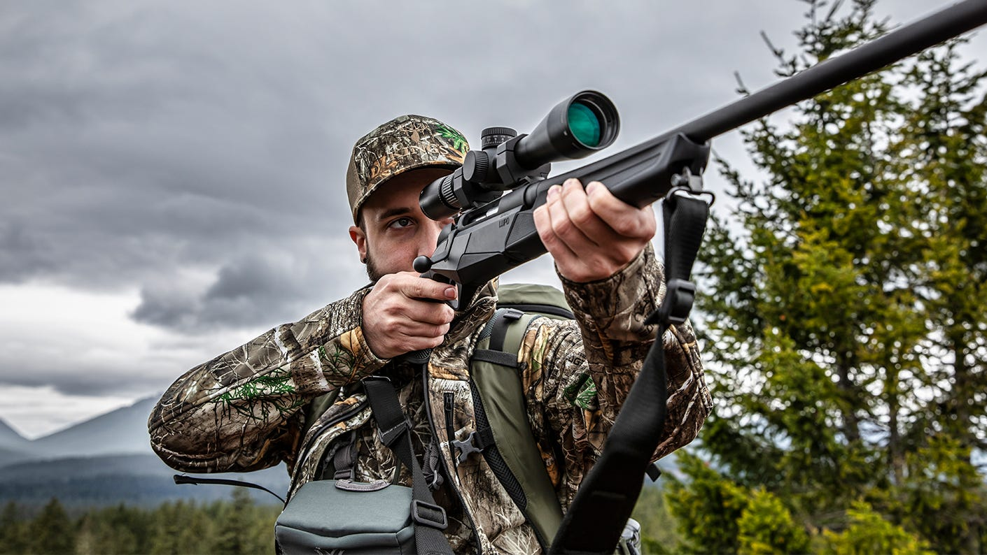 Midwestern hunter sighting in a Razor LHT riflescope.